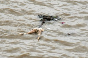dead-body-ganges-varanasi-india-600x400